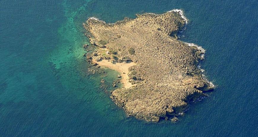 The beach of islet Lazaretta